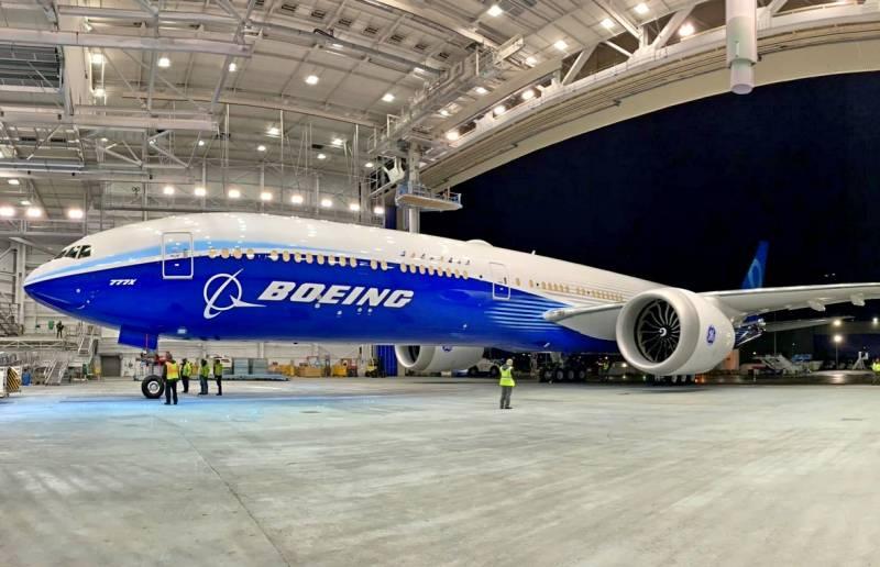 Boeing выкатил крупнейший в мире двухдвигательный авиалайнер
