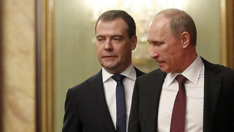 Стало известно, сколько Путин и Медведев заработали в 2016 году