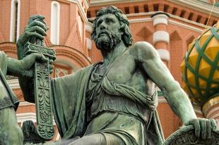 Князь Дмитрий Пожарский. Памятник Минину и Пожарскому в Москве.