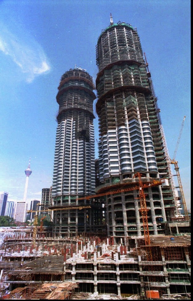 18. Башни Петронас, Малайзия, 1995 год достопримечательности, здания, старые фото, строительство