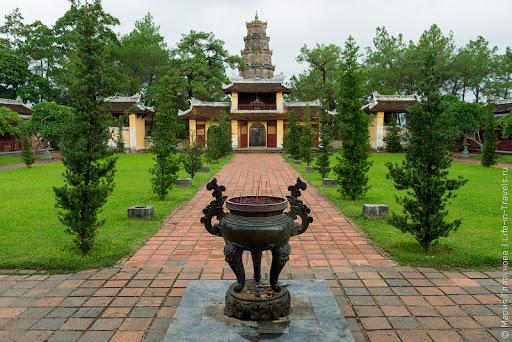Пагода Тьен Му в Хюэ или зачем себя сжёг монах