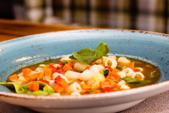 «Большой суп»: как приготовить минестроне.