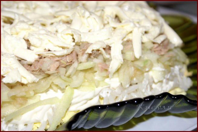 Салаты из рыбных консервов сардин фото
