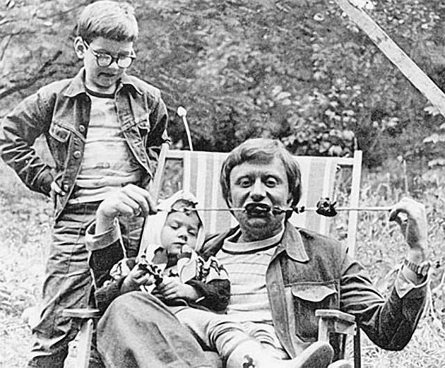 Знаменитости в кругу семьи. Фото из домашних архив