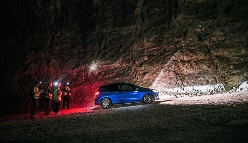 400 метров под землей: гонка на Ford Fiesta ST в соляной шахте