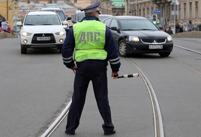 Cотрудникам ГИБДД запретили снимать номера с машин