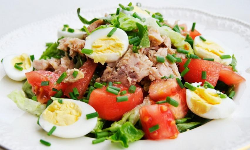Салат тунец яйца помидор