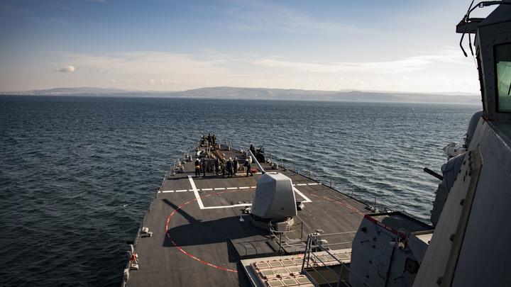 """""""Куку"""" показали фигу: Американцы пожаловались на """"непристойные жесты"""" российских моряков"""