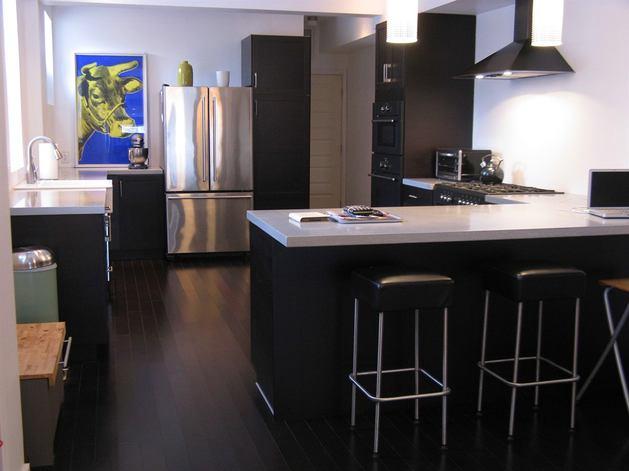 Кухня в цветах: черный, серый, светло-серый, белый. Кухня в стиле хай-тек.