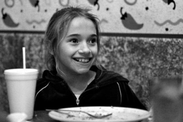Эта пара удочерила 9-летнюю сироту. Но вскоре они узнали правду о ее прошлом!