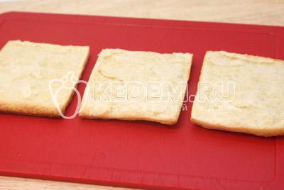 Каждый квадратик разрезать еще на 2 части. - Слоёные пирожные «Мокрый наполеон». Фото рецепт приготовление слоёных пирожных.