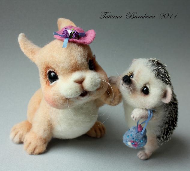 Войлочные игрушки - ёжик и кролик. Фото