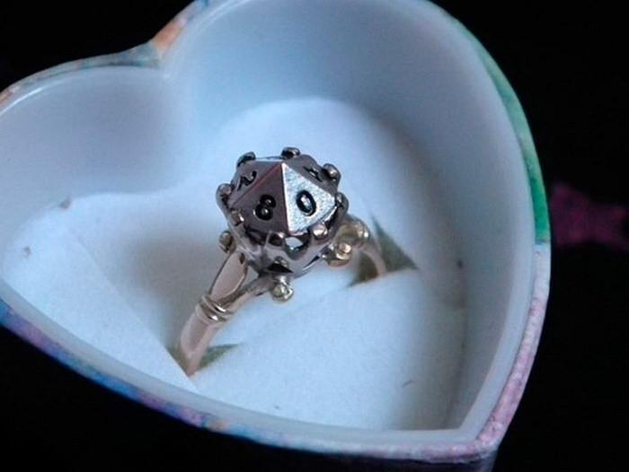 Кольцо, по форме повторяющее десятигранный кубик диза, кольцо, креатив
