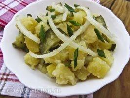 Немецкий картофельный салат с соленым огурцом готов