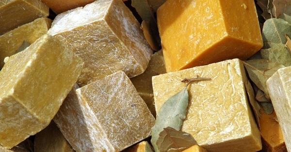 Уникальные свойства хозяйственного мыла: 11 необычных секретов применения