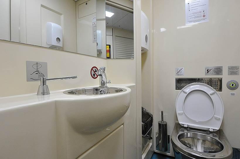 Usb, розетки и беспроводной интернет: Привычные туалеты исчезнут из российских поездов