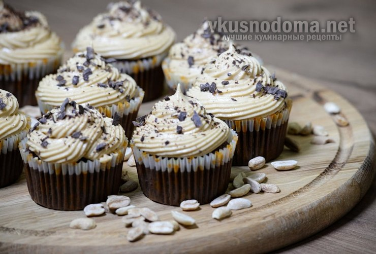 Шоколадные капкейки с арахисовым кремом