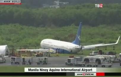 В Маниле у пассажирского Boeing отвалился двигатель во время экстренной посадки