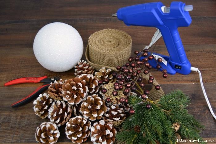 Новогодняя подвеска - шар из шишек (4) (700x466, 292Kb)