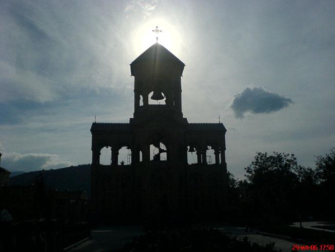 И колокольня при храме