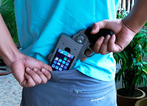 XX-Of-The-Most-Creative-Phone-Cases-Ever17__605