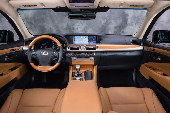 Lexus LS 460 L.