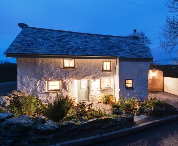 Этому дому более 300 лет. Снаружи он кажется маленьким и неудобным. Но внутри он невероятно крут