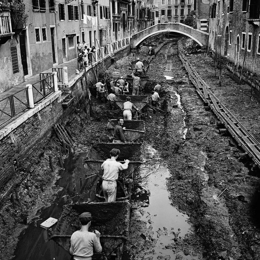 Удивительно, но каналы в Венеции и русло реки Ниагарского водопада иногда освобождают от воды. Вот как это выглядит!
