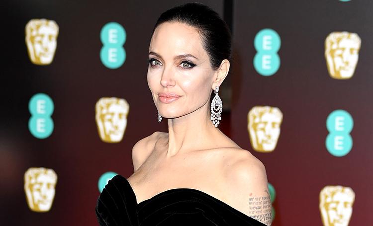 Любимый цвет Анджелины Джоли…