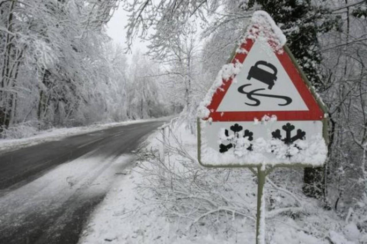 Лед на дороге стал причиной массового ДТП