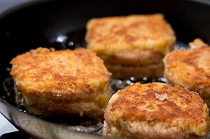 Шницель из ветчины с сыром.