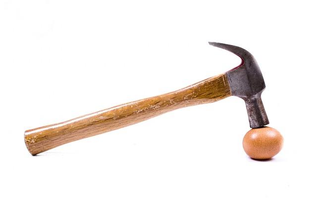 Остроумный способ очистить яйцо. Видео