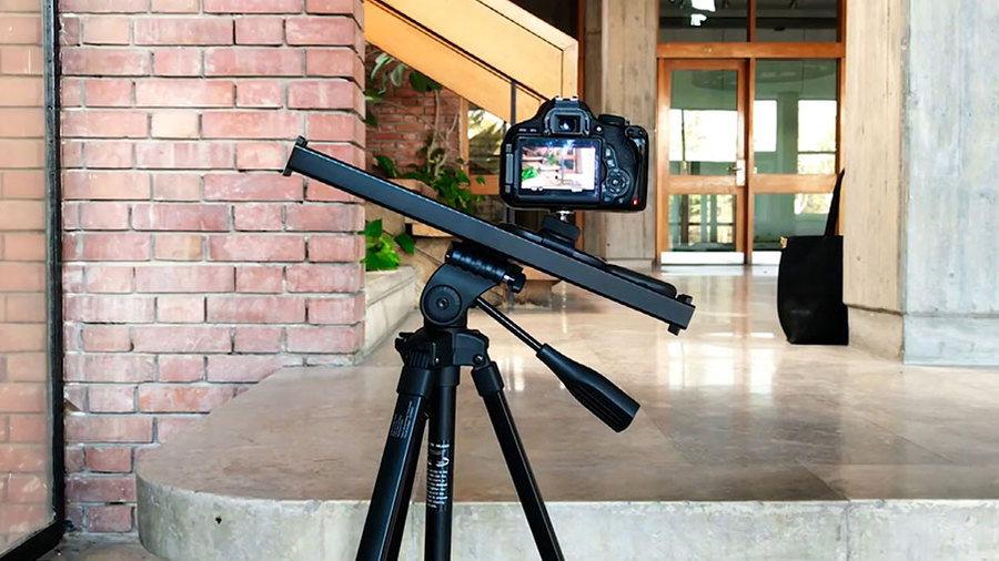 Ну и гаджеты: миниатюрная кинокамера, робот-чирлидер и робот-художник