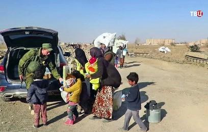 Российские военные доставили гумпомощь в сирийский город Забадани