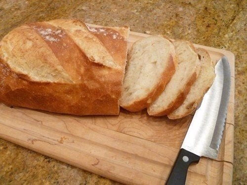 Фото к рецепту: Запеченный хлеб с чесноком