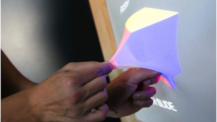 Новая технология позволит экранам изменять форму