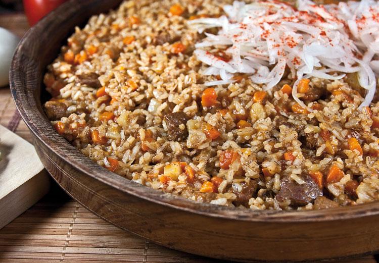 Шавля с мясом и чесночным соусом