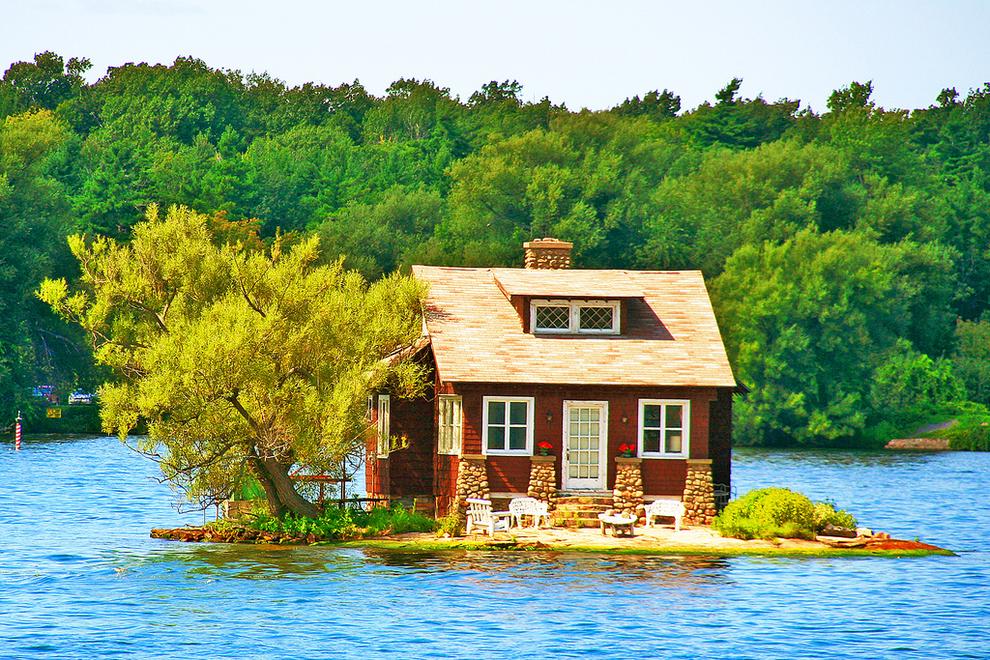 12 на крылечке домика на озере тысячи
