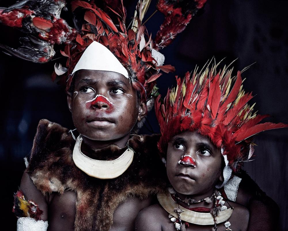 Фантастические фотозарисовки об исчезающих племенах