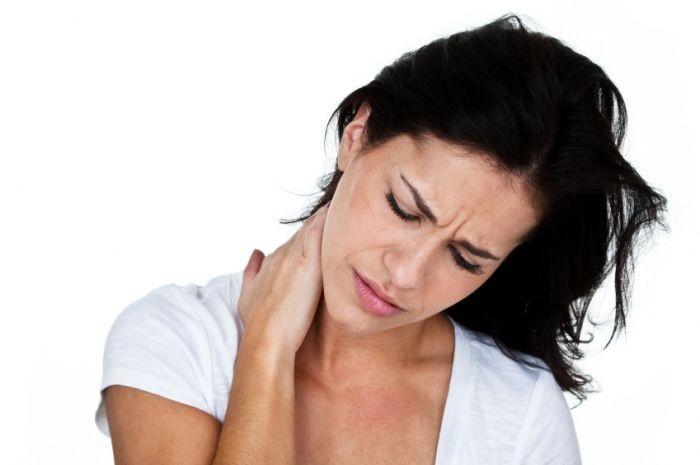 11 причин боли в шее сзади когда отдаёт в голову (связь с болезнями)