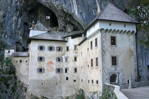 Предъямский скальный замок
