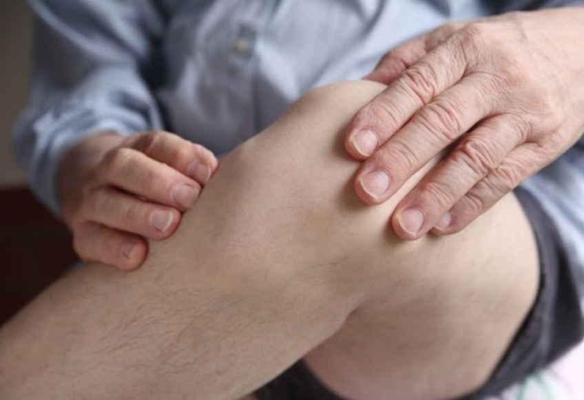 Если болят колени - мучиться не нужно. Рецепты эти примените и спокойненько усните! Без вреда и таблеток лечимся