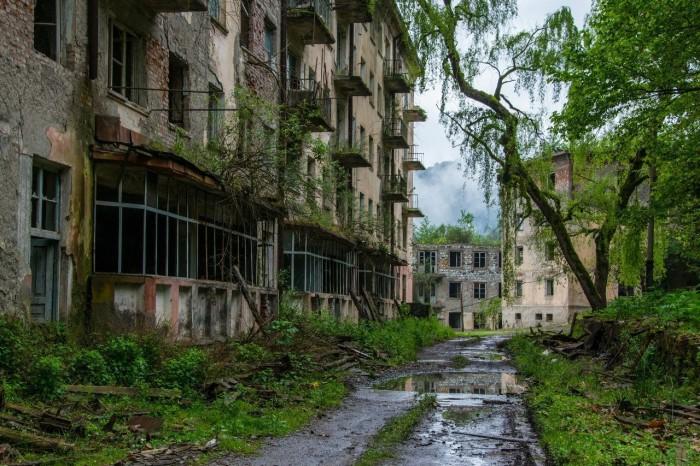 Ткварчели - город во власти природы
