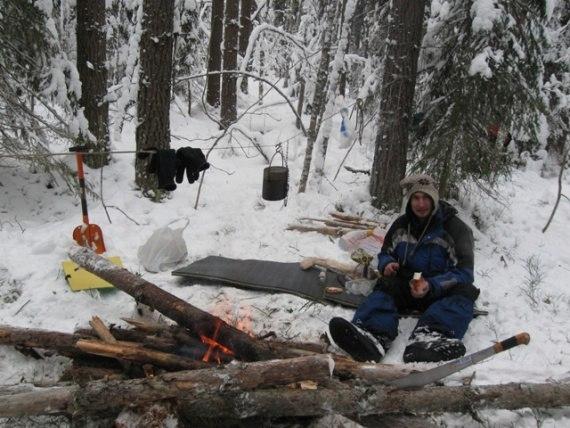 Как развести костёр без спичек зимой