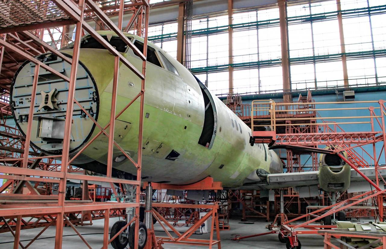 Постройка первого опытного образца самолета Ил-114-300