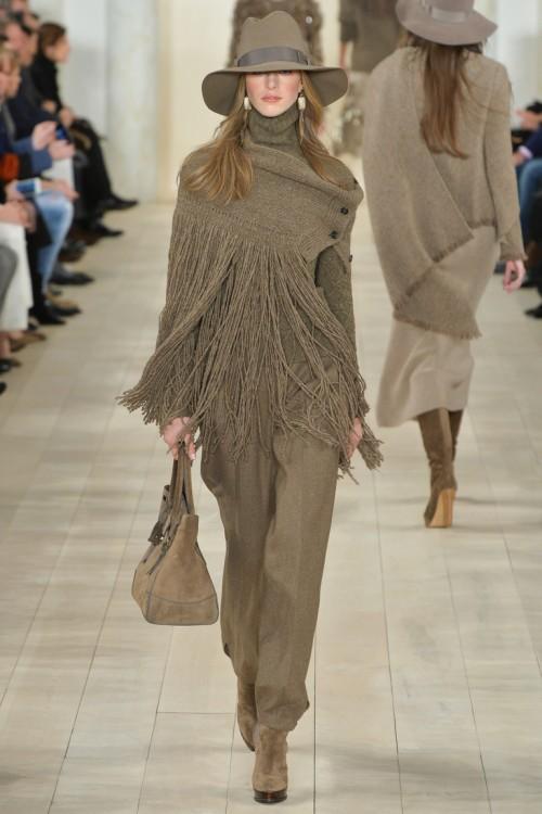 Ralph Lauren осень-зима 2015-2016, NYFW, knitwear, Неделя моды, вязана мода, кэмел, вязаная накидка с бахромой (фото 6)