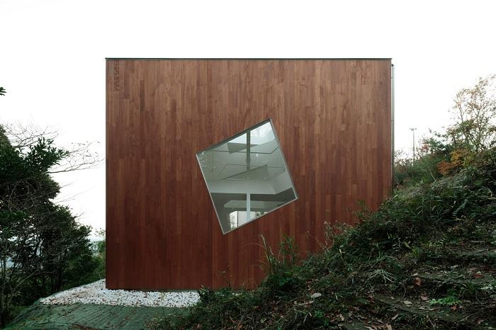 Японская вилла-куб с сумасшедшим интерьером в стиле деконструктивизм
