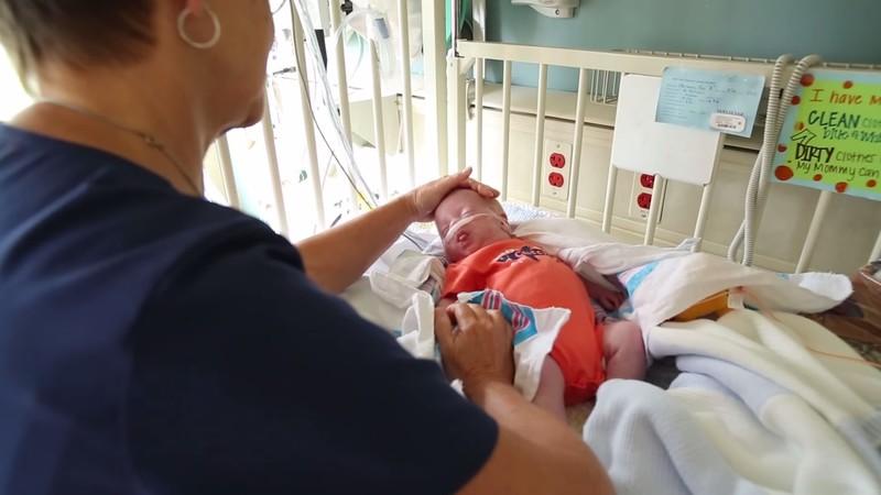 медосмотр старичка медсестрой