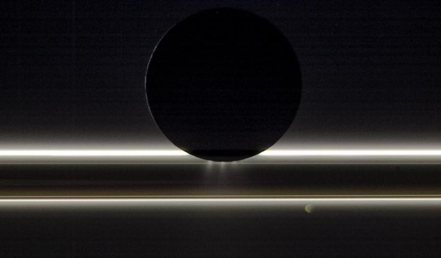 «Кассини» записал электромагнитные песни Сатурна и Энцелада