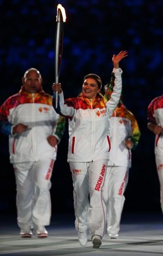 На открытии Олимпиады в Сочи Алина Кабаева засветила обручальное кольцо